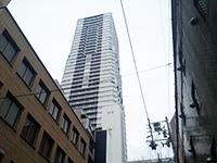 空にそびえる建物