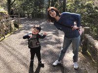 箕面の滝で嫁さんと息子